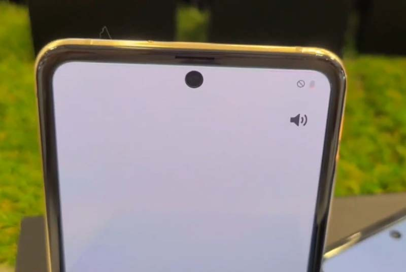 Kamera Depan Samsung Galaxy Z Flip Mirror Gold